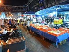 (Waroros Market) (kawabek) Tags: thailand market stall chiangmai          parsol