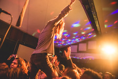 Corenflos Crowdwalk (emily_quirk) Tags: balloons punk nashville nye mosh marshall converse newyearseve louisville newyears punks lemmy motorhead aceofspades crowdsurf polyvinyl eastnashville anthonyesposito tonyesposito palaver polyvinylrecords ashleywilson infinitycat eastroom crowdsurfers jawws theeastroom nickwilkerson ashwilson emilyquirk infinitycatrecordings motorheadtribute elitidwell crowdsurfsea whitereaper jacobcorenflos samwilkerson ryanhater wilkersontwins huntertidwell riplemmy palaverrecords