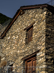 Andorra rural: Canillo city, Vall d'Orient, Andorra (lutzmeyer) Tags: pictures old winter farmhouse photography photo europe foto fotografie dorf village image photos pics alt pueblo january picture haus images enero fotos stadt invierno below baixa bild unten andorra antic bilder imagen pyrenees januar iberia pirineos pirineus iberianpeninsula vell pyrenen antik imatges hivern scheune borda poble bauernhaus gener ortschaft canillo imatge historiccentre iberischehalbinsel historischeszentrum mfmediumformat valldorient vallorient canillocity lutzmeyer lutzlutzmeyercom