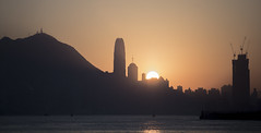 The Sunset in the Harbor 2 (Job Homeless) Tags: sunset hongkong victoriaharbor ef70200mmf28lusm canon6d