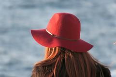 Enoshima Impressions (Matthias Harbers) Tags: ocean sunset red sea water girl hat japan photoshop canon hair island person evening lab waiting afternoon pacific powershot elements dxo impressions enoshima kanagawa topaz sagamibay g3x canonpowershotg3x