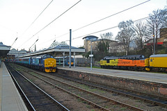 37419/37175 Norwich 01/02/16 - Tractors in Norfolk, nothing uncommon there! Except Colas Rail 37175 brightens up the scene at Norwich Station as the Greater Anglia Short Set keeps it company before heading the 2P28 1640 service to Great Yarmouth. (rhayward92) Tags: set rail railway class short 37 freight services direct drs colas 37175 37419 abellio greateranglia 2p28