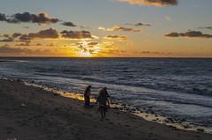 Jugando al atardecer (llorenspilar) Tags: espaa sol contraluz atardecer mar andaluca paisaje nubes