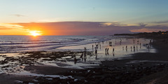 Echo beach am Abend 2 (maikepiel) Tags: ocean sunset sea sky people bali beach clouds strand reflections indonesia evening abend meer leute sonnenuntergang silhouettes himmel wolken indonesien spiegelungen canggu