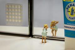 Ich hab die Haare schn (Fusselhirnchen) Tags: people little tiny makro figuren noch modellbau faller merten preiser h0 miniaturen pppies miniaturwelten