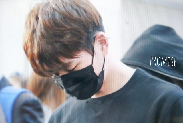 160328 Onew @ Aeropuerto de Incheon {Rumbo a China} 26014382491_a299cfe9a4_z