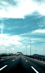 Rumo ao cu (luyunes) Tags: riodejaneiro cu ponte estrada baiadeguanabara ponterioniteri motomaxx luciayunes