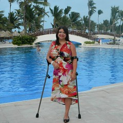 Ash_15001886_n (cb_777a) Tags: usa cancer disabled crutches survivor handicapped amputee onelegged