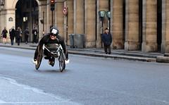 Un sportif tout sourire (Thierry.Vaye) Tags: paris marathon course rue rivoli sportif handisport