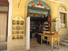 20150527_141501LC (Luc Coekaerts from Tessenderlo) Tags: people art public shop religious greece creativecommons worker local corfu kerkyra seller streetview peopleatwork shopkeeper vak localpeople grc icoon liston smallstreet cc0 coeluc vak201505corfu