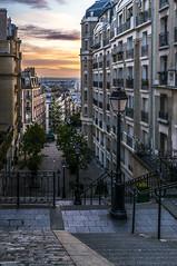 Sunrise over Montmartre (lecomptoirdepierre.wordpress.com) Tags: paris france sunrise streetlight montmartre lampadaire rverbre