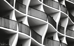 art (heidel-art) Tags: street city white black art monochrome architecture mono blackwhite nikon cityscape streetphotography architektur monochrom abstrakt kurve linien kurven einfarbig aposonnart2135