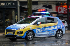 Gendarmerie | Peugeot 3008 (spottingweb) Tags: paris france advertising marketing pub ad police voiture parade communication tourdefrance secours publicit peugeot advertisment urgence intervention 3008 gendarme dfil gendarmerie recrutement federalsignal forcedelordre lagrandeboucle gyrophare caravanepublicitaire trafficstorm advertisingparade