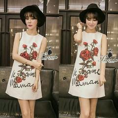 Korea Design By Lavida  sleeveless red rose diamond embroidered dress  เดรสแขนกุด ดีไซน์ผ้าสไตล์d&g พิมพ์ดอกกุหลาบสีแดงด้านหน้า เพิ่มความหรูปักเพชรสีแดงที่ตัวดอกและปักมุดด้านล่างผสมกันได้อย่างลงตัว ดูระยิบระยับ กระเป๋าหน้า2ข้างด้านหลังแต่งซิปทองหัวซิปห้อ