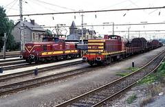 852 + 3619  Petange  01.09.93 (w. + h. brutzer) Tags: analog train nikon eisenbahn railway zug trains locomotive luxemburg cfl lokomotive diesellok eisenbahnen petange dieselloks webru