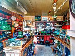 Noordeinde 27, Monnickendam (doevos) Tags: netherlands nederland surreal hdr noordholland monnickendam winkeltje afvobjectief photomatixprov51