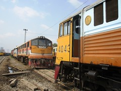 Bang Sue Depot, Thailand (Barang Shkoot) Tags: electric train asian thailand asia general bangkok engine loco thai depot locomotive erie ge siam gauge cummins bkk gek srt metre 4043 bangsue 4016 rotfai