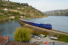 Comboio Especial n. 21862 (Vila Joya - Douro) - Aregos (valeriodossantos) Tags: portugal train cp especial comboio riodouro furgo 1400 baio passageiros caminhosdeferro sy3 sy4 sy5 carruagens linhadodouro aregos fmnf locomotivadiesel comboiopresidencial df700 vilajoya fundaomuseunacionalferrovirio dyf408 sryf2 salopresidencial salorestaurante a7yf704 carruagemdosjornalistas salodosministros vilajoyadouro