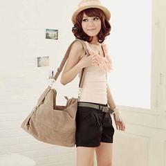 กระเป๋าสะพายข้าง แฟชั่นเกาหลีผู้หญิงใบใหญ่สไตล์หนังกลับมีสายยาวสวยน่ารัก นำเข้า สีครีม - พร้อมส่งIS157 ราคา900บาท เข้าชมและสั่งซื้อสินค้าได้ที่ : http://www.lotusnoss.com ลิงค์สินค้า : http://bit.ly/1eZTm2e  กระเป๋าสะพายข้างหนังกลับ สไตล์แฟชั่นเกาหลีของผู