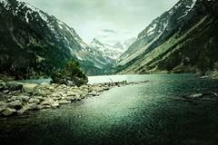 Desapacible (arbioi) Tags: naturaleza france canon lago lac paisaje montaa francia pyrenees pirineos pirineo ibon gaube cauterets pyrennee vignemale bayssellance oulettes eos40d