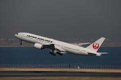 JL   B772   JA772J (#772)   HND (RJTT)   JL515 to CTS (1230 OUT OT / 1247 OFF) (leoyvr) Tags: off jl jal haneda hnd japanairlines boeing777 772 b777 b772 boeing777200 rjtt ja772j b777200