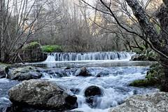 Cascata do Casal das Mansas (aclopes50) Tags: rio água campo movimento pedras ribeira corrente brilho cascata arvoredo fujix30
