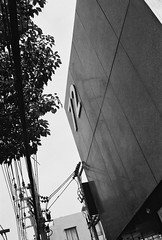 72 - Thong Lo Bangkok (jcbkk1956) Tags: street building tree film wall analog 35mm canon thailand mono post bangkok rangefinder pylon 72 ilford thonglo worldtrekker