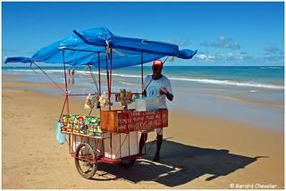 Trancoso - Praia (Brésil) - Vendeur ambulant.