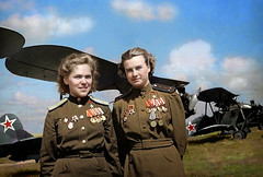 "Colorized photo of two officers in the 588th ""Night Witches"" Bomber Regiment, the USSR's most decorated female unit in World War II. Flying only in biplanes, every pilot in the unit flew over 800 missions each, a total of 23,000 missions delivering 3,000 (Histolines) Tags: world two 3 history female flying photo war over retro every most ii colorized only timeline 23 total bomber missions 800 000 pilot each decorated unit ordinance germans tons regiment officers delivering flew biplanes vinatage ussrs nightwitches historyporn 588th histolines 900x607 httpifttt1lt7e47"