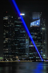 Beam up ! (tomquah (busy period)) Tags: singapore cbd financial banks dbs scb marinabay inspiredbylove mbfc ilightfestival2016
