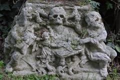 Limberg (Harald Reichmann) Tags: friedhof stein tod steinmetz niedersterreich leben zeit ende vergnglichkeit knochen schdel limberg steinmetzarbeit bestimmung besiedelung