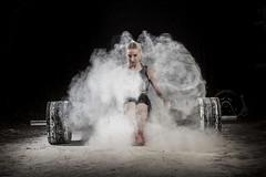 mujer crossfit sentada en barra de peso muerto llena de magnesio (noor.khan.alam) Tags: mujer spain espalda deporte fitness gym gimnasio olimpiadas tatuaje atletismo powerlifting msculos pesas olmpico fuerza culturismo femenina sentidas crossfit halterofilia