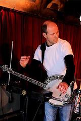 Wiechert Warntjes 7457-5_9362 (Co Broerse) Tags: music amsterdam banjo pop electronics nieuwmarkt theramin 2016 aprilfeesten rubbermade composedmusic cobroerse progressiveredneckfunk wiechertwarntjes