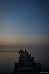 Slo queda la luna (SantiMB.Photos) Tags: autumn moon reflection sunrise geotagged pier lagoon luna amanecer reflejo pasarela embarcadero otoo laguna runway francia fra languedocroussillon pantaln fitou leucate 2ig 2tumblr sal18250 2blogger geo:lat=4287315716 geo:lon=299854875
