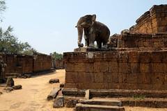 Eastern Mebon (Valerio Soncini) Tags: elephant temple cambodia kambodscha khmer kh siemreap angkor elefant tempel khmerart easternmebon krongsiemreap
