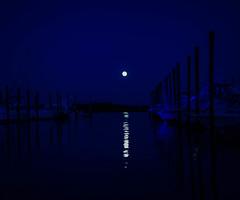 Blue moon (Claudia Lancellotti) Tags: ocean moon night canon outside bluemoon claudialancellotti