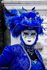 Carnaval Venise 2016-6460 (yvesw_photographies) Tags: italien carnival venice costumes italy rouge europa europe italia eu parade carnaval venise carnevale venezia venedig italie costum costumi costumé flânerie vénitien vénitienne costumés carnavaldevenise2016