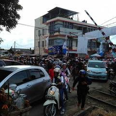 Sisa-sisa kemacetan saat pembukaan MTQ  #repost Photo by : @diratamara #macet #ksdcinfo #mtq #mtqbanten #serang #cinanggung #serang #kotaserang #Banten #Indonesia. . . http://kotaserang.net/1BFtNAa (kotaserang) Tags: by indonesia photo  saat repost mtq serang macet banten pembukaan sisasisa kemacetan kotaserang instagram ifttt httpkotaserangcom ksdcinfo mtqbanten cinanggung diratamara