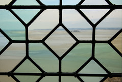 Abbaye du Mont-Saint-Michel (martine_ferron) Tags: mer fenêtre montsaintmichel baie abbaye vitraux tombelaine