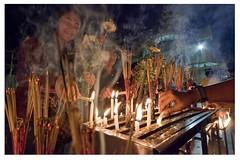 Yangon, (Myanmar) (alvaromoneo) Tags: fog smog yangon burma myanmar paya vela alvaro moneo niebla prayers incense candel oracion incienso birmania toxica plegarias isiegas alvaromoneohotmailcom shweadagon