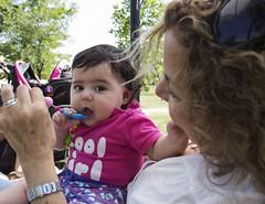 Ah? (Imthearsonist) Tags: chile park parque santiago people baby cute girl pretty child gente beb ternura canoncamera parquebicentenario canonreflext3i