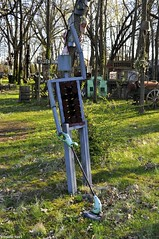 Hi, Robot. (Studio 9265) Tags: usa art apple grass metal museum america garden toy photography robot weed nikon rust outdoor kentucky ky united gray rusty valley states cans hillbilly whacker offbeat trimmer 2016 weedeater unconventional d5000