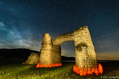 El arco en llamas (iCalamonte) Tags: longexposure bridge espaa lightpainting architecture night clouds de stars puente fire lights luces noche la spain ruins nightscape roman romano ruinas plata nubes estrellas nocturna fuego va milkyway extremadura largaexposicin valctea garrovillasdealconetar