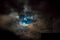 16/52 - Lost on the Moon by Dunan Sheik (susivinh) Tags: sky music moon night clouds dark noche cloudy stormy luna cielo nubes nublado msica oscuro duncansheik 52weeks tormentoso