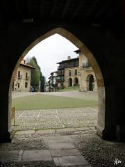 IMG_3448 (49Carmelo) Tags: plazamayor casas piedra santillanadelmar arcopiedra