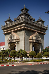 Patuxay - Vientiane, Laos (pas le matin) Tags: world voyage travel building architecture canon square asia southeastasia outdoor 7d asie laos lao vientiane patuxay gateoftriumph canoneos7d canon7d