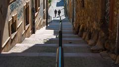 Callejn con escalera (Oscar F. Hevia) Tags: espaa window stone wall stairs ventana pared spain alley asturias escalera alleyway railing oviedo passage piedras passageway barandilla callejn asturies principadodeasturias