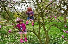 Blumenkinder ... Milina und Sanrike ... (Kindergartenkinder) Tags: park essen dolls sony feld wiese blumen landschaft garten annette personen magnolie milina gruga himstedt kindergartenkinder sanrike