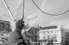 A magia do sabao (miza monteiro) Tags: soap lisboa lisbon pretoebranco artista terreirodopaço balao artistasderua praçadocomercio sabao