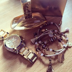 Love those small details :) (ema_basic) Tags: gold perfume geneva details watch jewellery loveit bracelets euphoria calvinklein accessorize goldwatch smalldetails goldness ckeuphoria